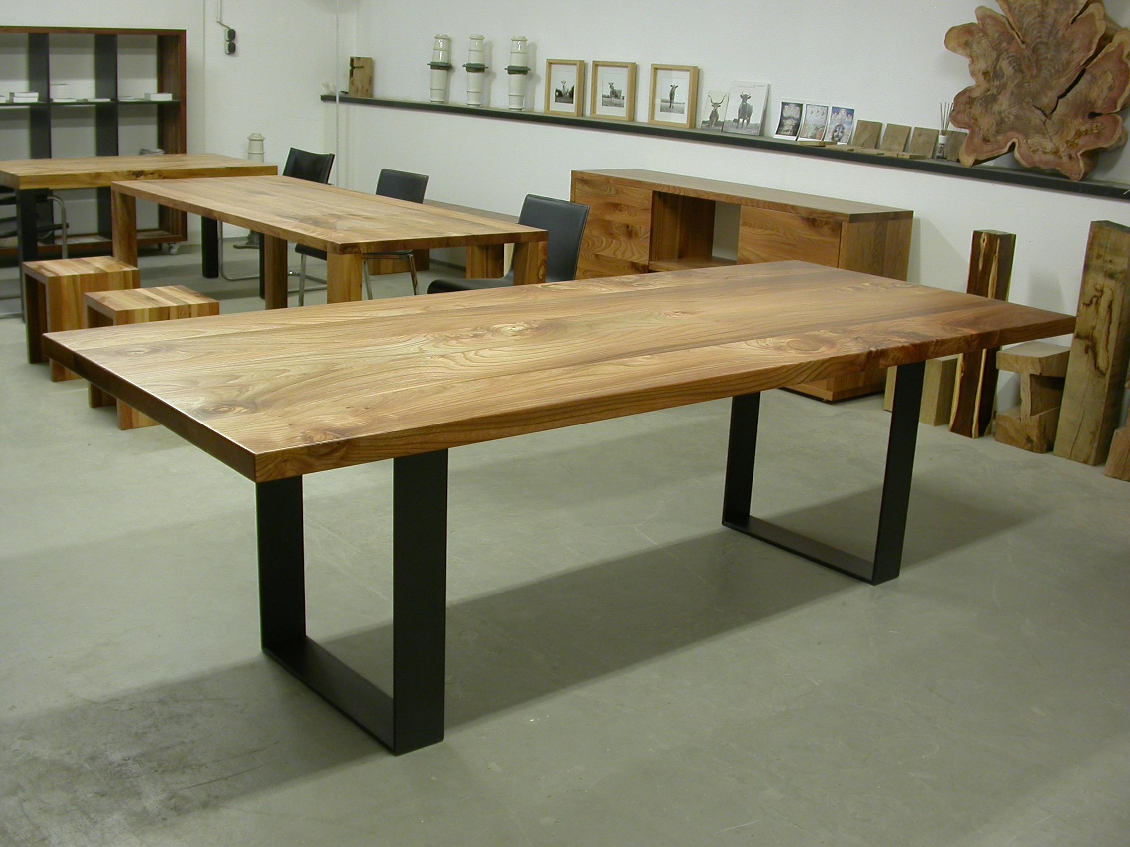 Kufentisch Oscar auf Rüster und Stahl, 250 x 100 cm Plattenstärke 50 mm 1900 Euro inkl. 19% Umsatzsteuer,ab Werkstatt.