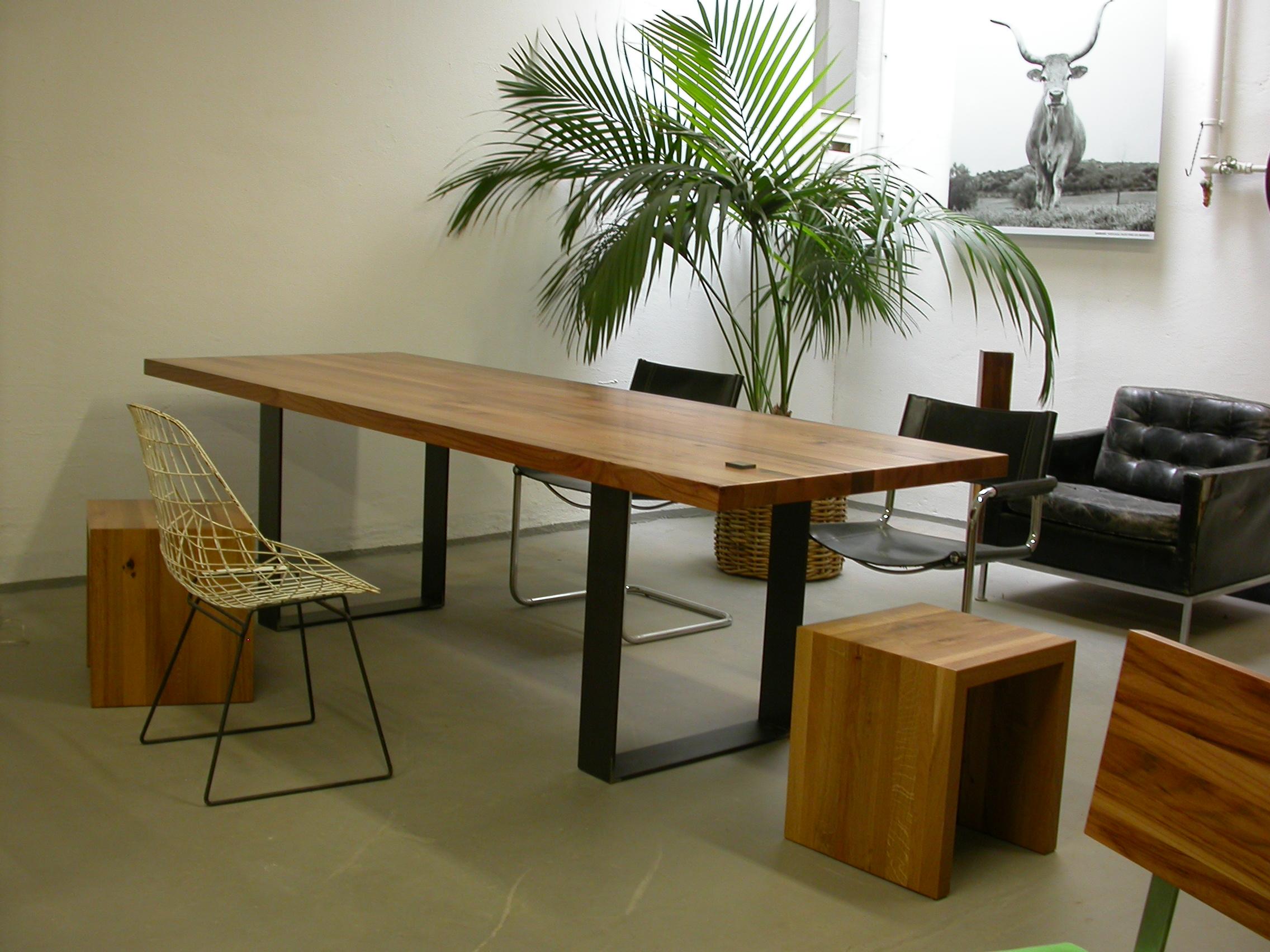 Kufentisch Oscar bei uns im Showroom Angebotspreis 1700 Euro 250 x 95 cm inkl. 19 % Umsatzsteuer.