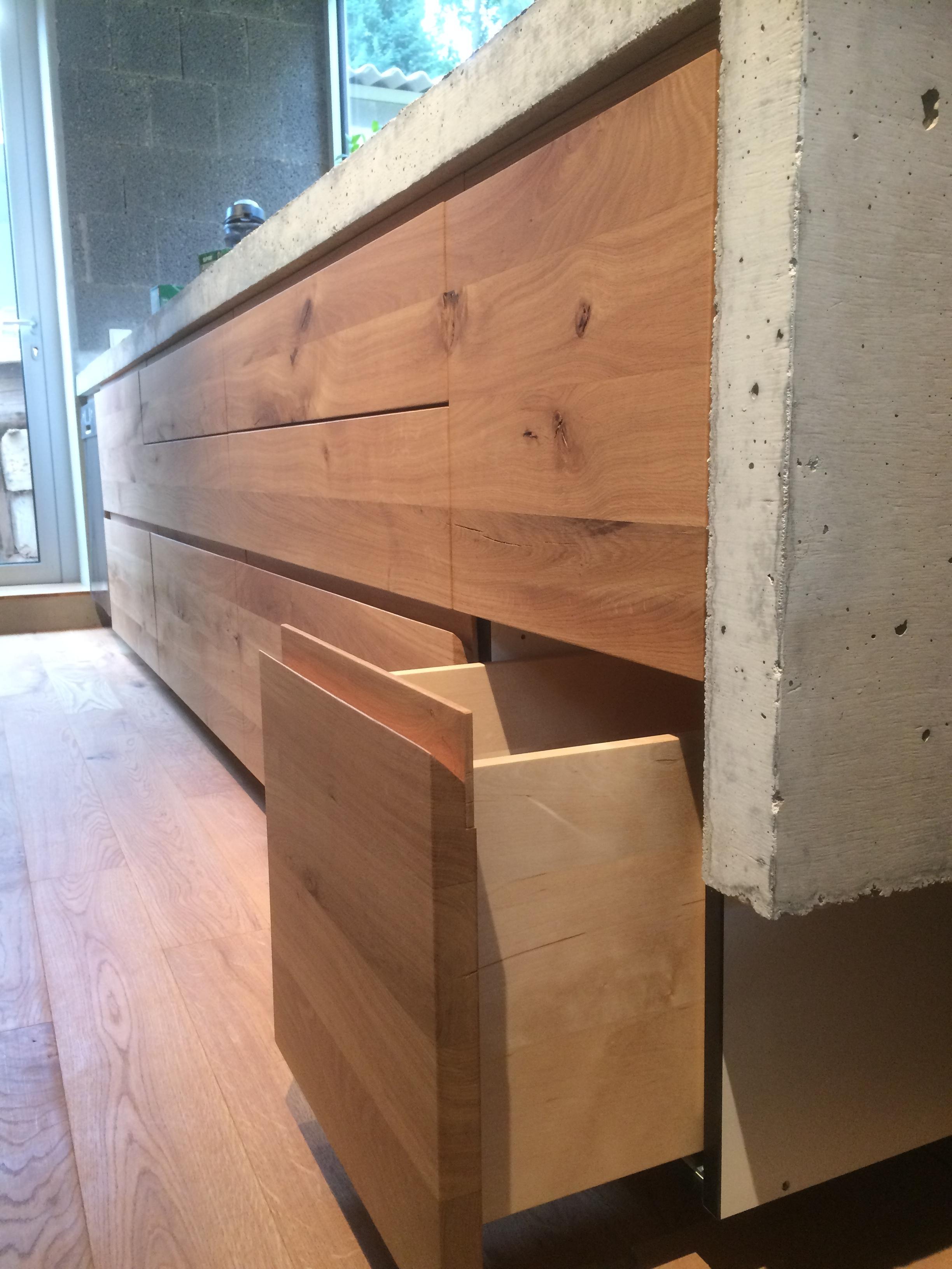 Hübsche Birken Schubladen, sehr wertig - Detail der Griffeinfräsung