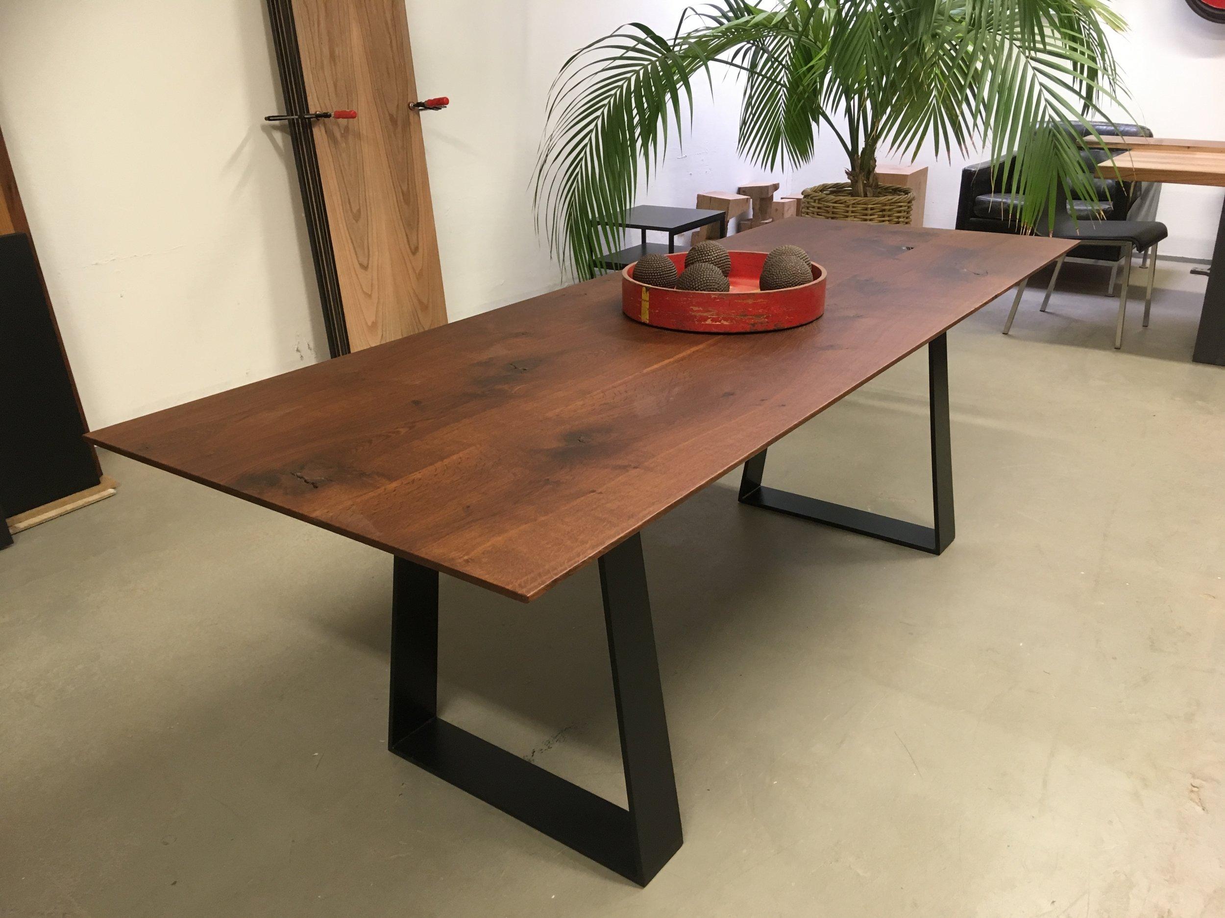 Neu! Unser Kufentisch Sid aus dunkler Eiche, 220 x 83 cm, 1900 Euro inklusiv Lieferung in Aachen und Umgebung bis Köln und Duisburg, Belgien, NL und Luxemburg.