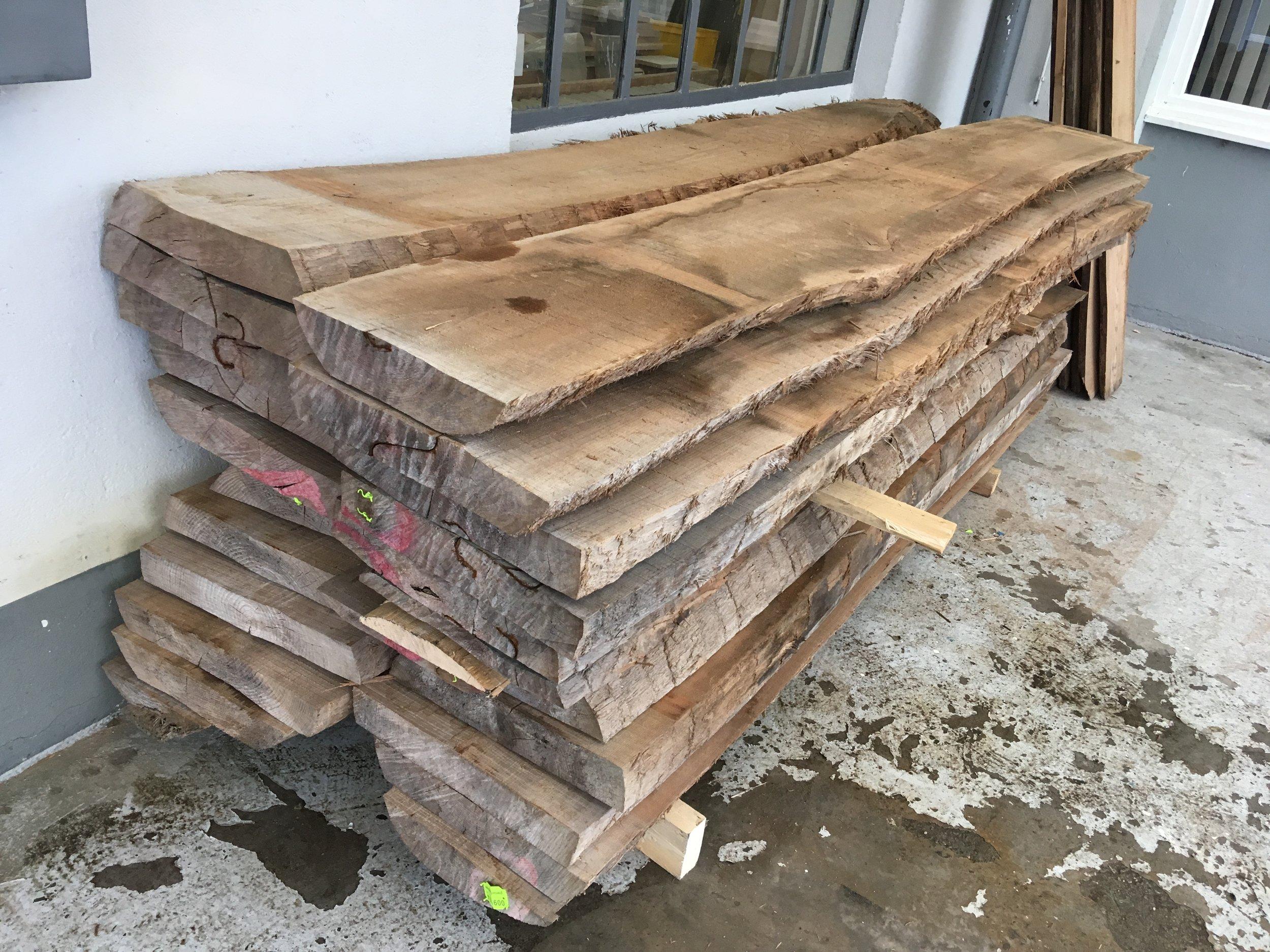 65 mm Rüster ist an der Werkstatt angekommen - da werden Tische und Bänke draus...