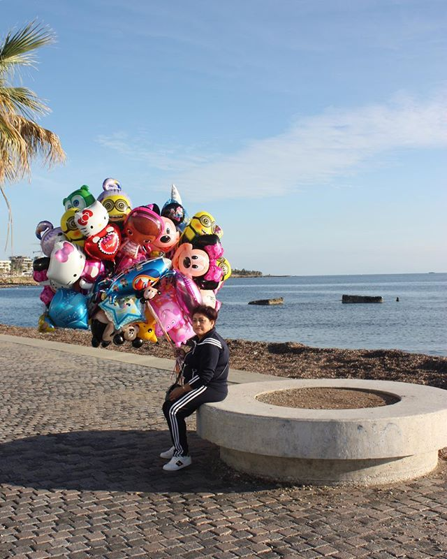 🎈. . . #cyprus #travel #portrait #balloons #sea #sun #holiday #streetphotography #portraitphotography #photographer #sunshine #travelphoto #people #places #perfectmoment