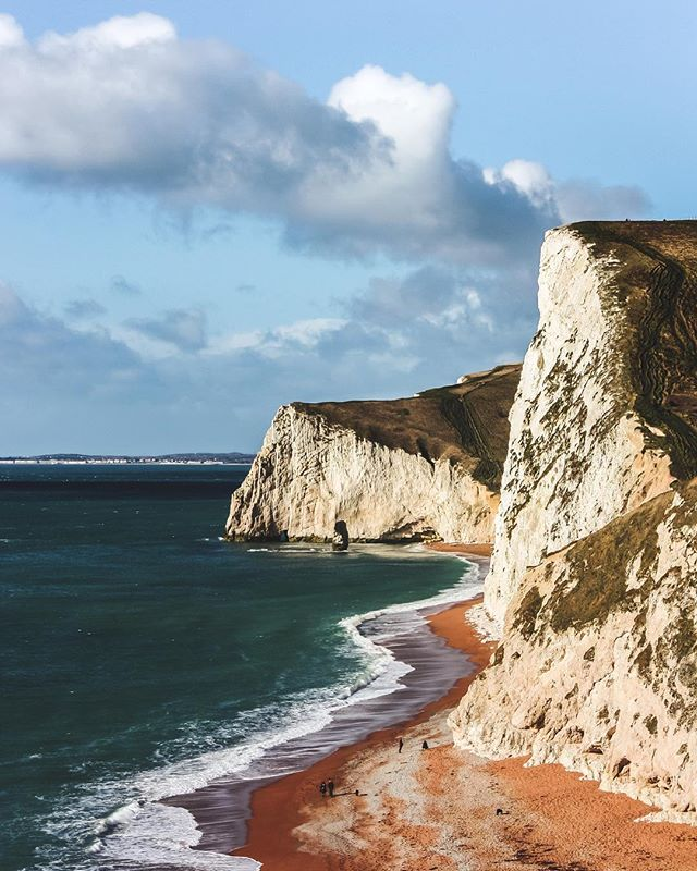 Weekend exploring the Jurassic coast 🦖 ⠀⠀⠀⠀⠀⠀⠀⠀⠀⠀⠀⠀ ⠀⠀⠀⠀⠀⠀⠀⠀⠀⠀⠀⠀ ⠀⠀⠀⠀⠀⠀⠀⠀⠀⠀⠀⠀ #natgeolandscape #mytravelgram #exploretheglobe #lifeoftravel #artofvisuals #exploretocreate #avisualcollective #passionpassport #travelphotograpy #travelphotographer #traveldeeper #iamatraveler #beautifuldestinations #goexplore #travel #throughmylens #momentslikethese #thegreatoutdoors #landscapephotography #bythesea #thatsdarling #landscape #scenery #view #travelstories #littlestoriesofmylife #discoverengland