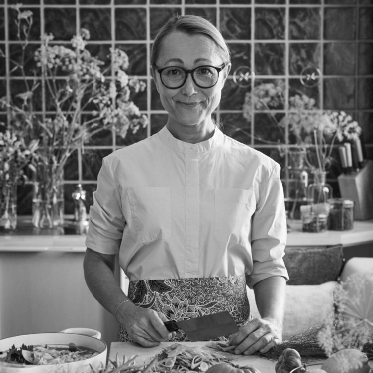 TANJA GRANDITS   TANJA IS THE HEAD CHEF AND OWNER OF THE MICHELIN-STARRED RESTAURANT STUCKI IN BASEL. HER WORK IS ALL ABOUT THE PASSION FOR AND LOVE OF GOOD FOOD. TANJA DEVELOPED A UNIQUE STYLE OF COOKING CENTERED AROUND COLOURS, SPICES, AND A LOT OF JOY. SHE RUNS A SHOP WITH HER OWN PRODUCTS, IS A COOKBOOK AUTHOR, AND WRITES A WEEKLY COLUMN. THE MOST IMPORTANT THING IN HER LIFE IS HER THIRTEEN-YEAR-OLD DAUGHTER.