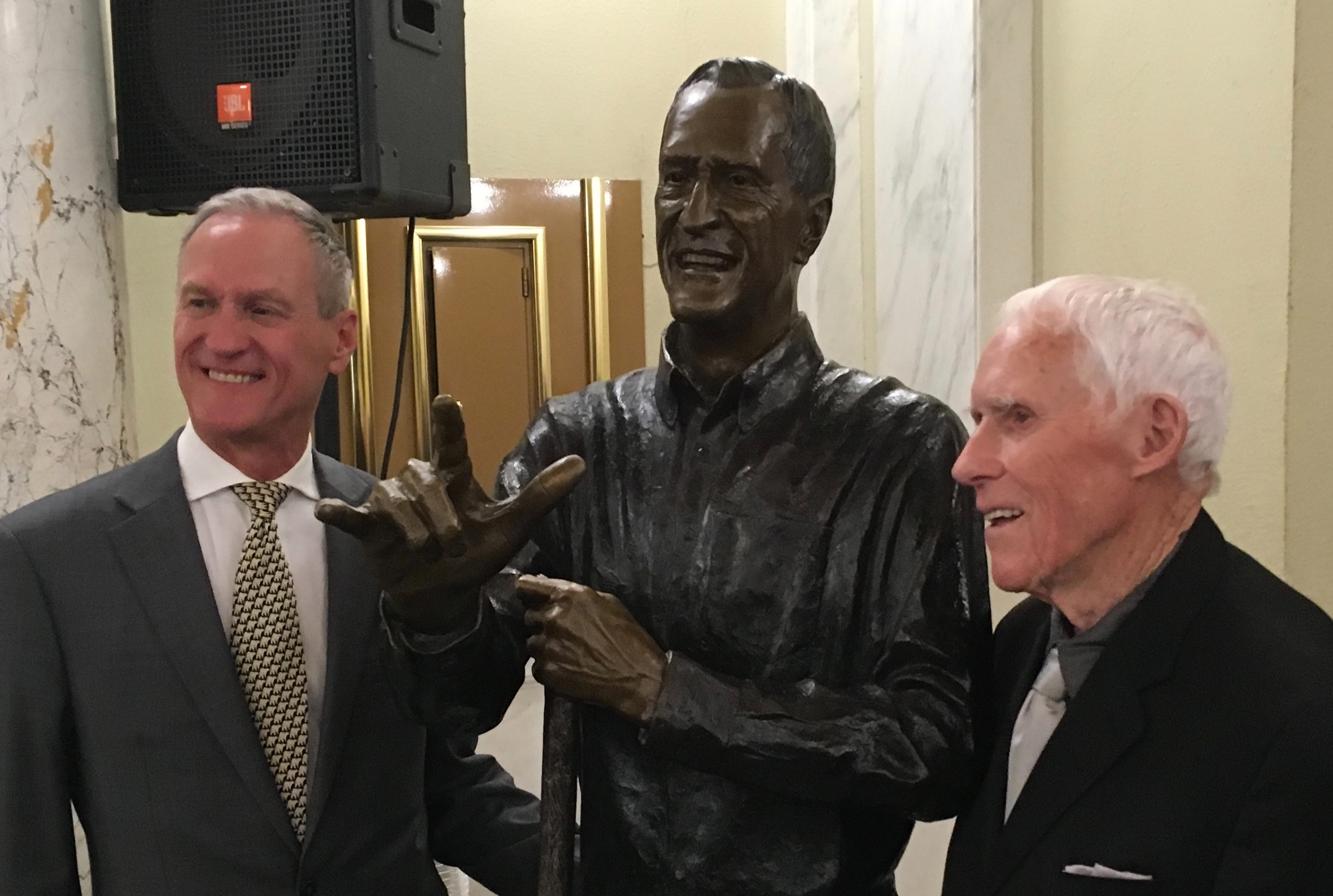 Former Governors Dennis Daugaard and Frank Farrar at the 2019 Trail of Governors unveiling ceremony.