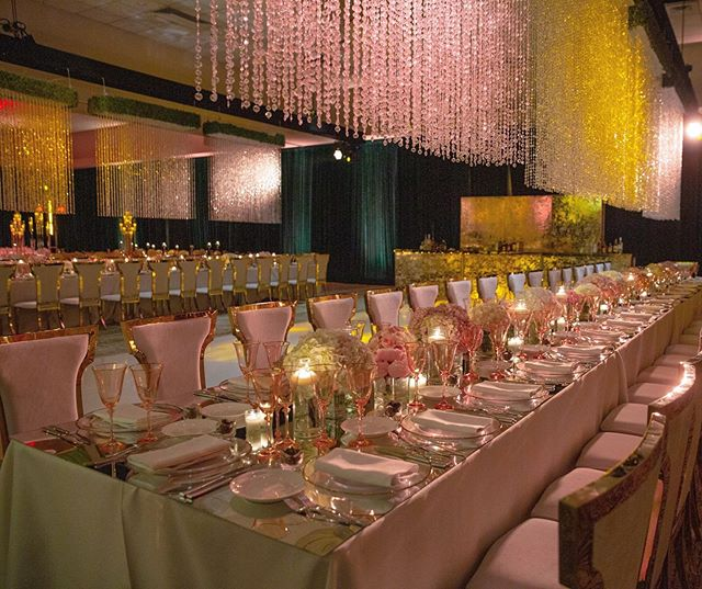 Green Velvet Drapes x Crystal Chandeliers - Yes, please! #flashback to this beautiful wedding collaborating with @eventiqua 😍