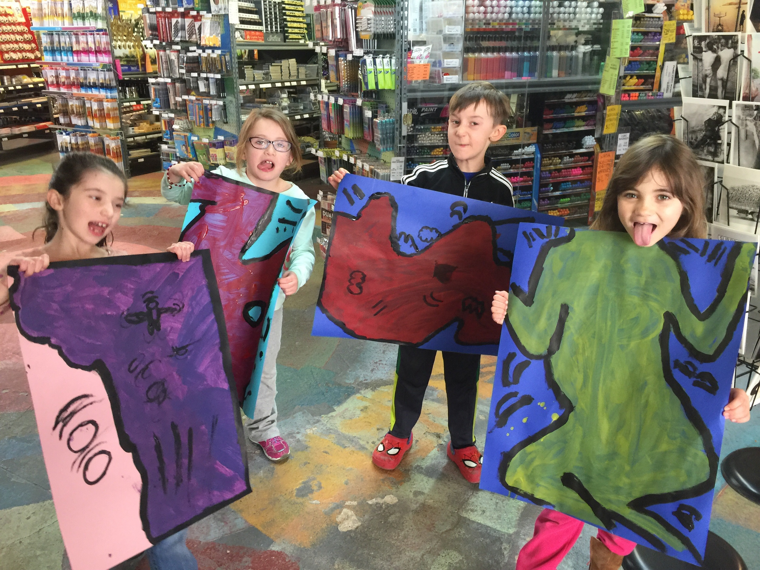 Meet Nora, Fiona, Niall and Mary and their interpretation of Keih Haring's Subway chalk drawings! 😜 lol.