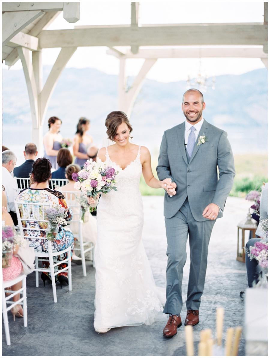 happy wedding couple , lilac wedding bouquet_1542.jpg