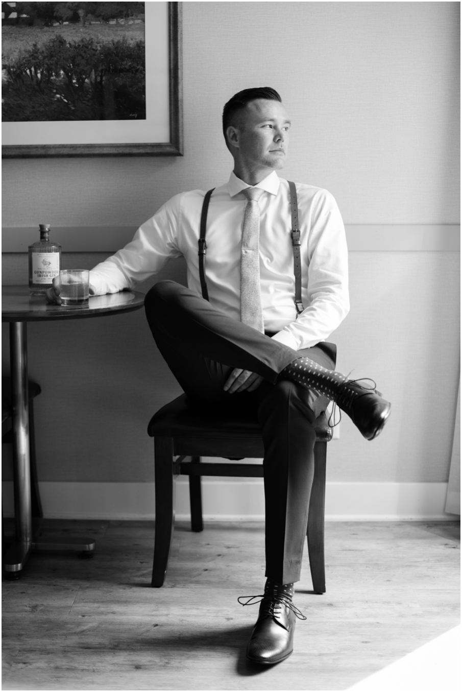 groom kelowna photographer black and white_1475.jpg