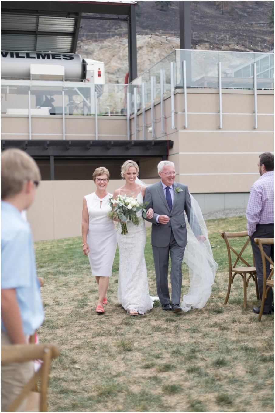 bride walk down isle winery wedding_1485.jpg