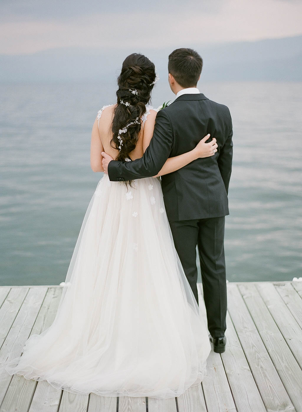 lakeside wedding okanagan.jpg