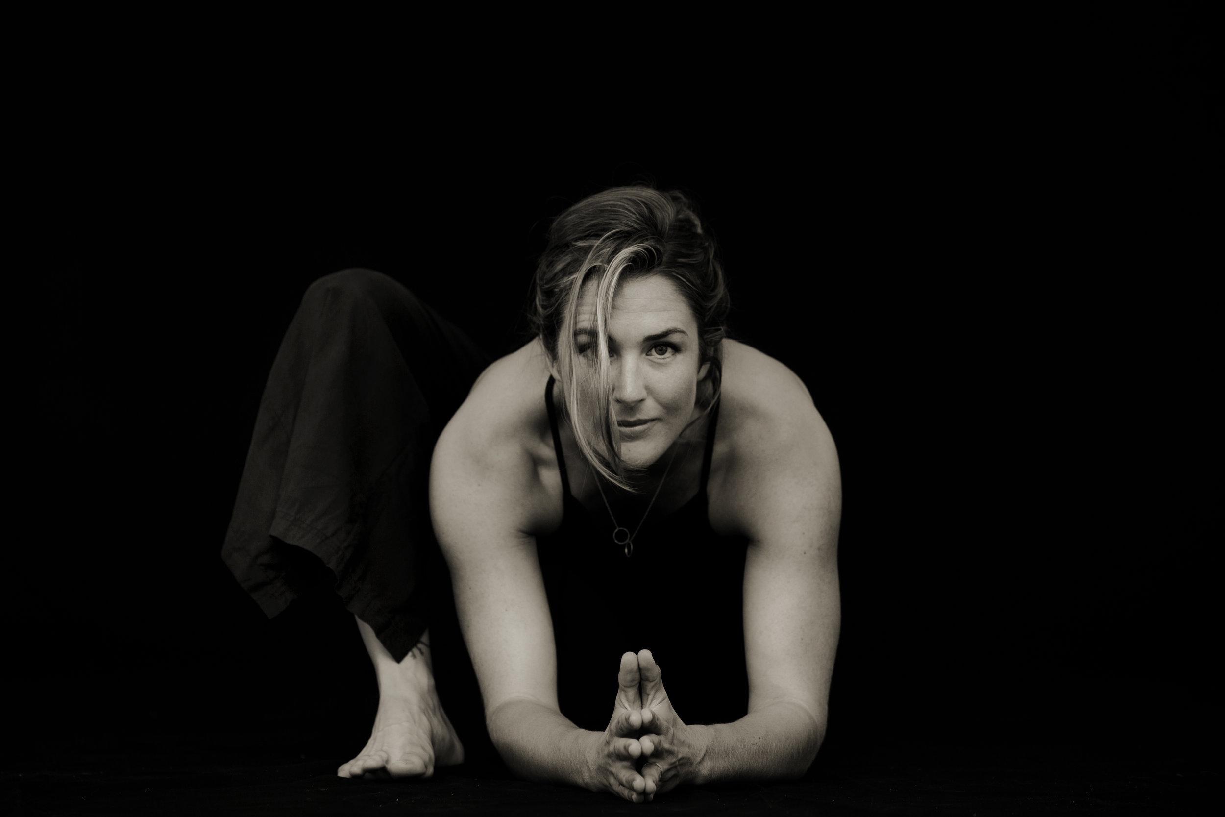 YogaLaura_-4bw.jpg
