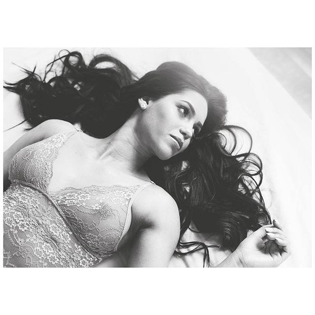 • Retrato Íntimo Noivas • 💐📸 #ensaio #jakelechi #fotografia #belezareal #natural #noiva #ensaionoivas #ensaiofeminino