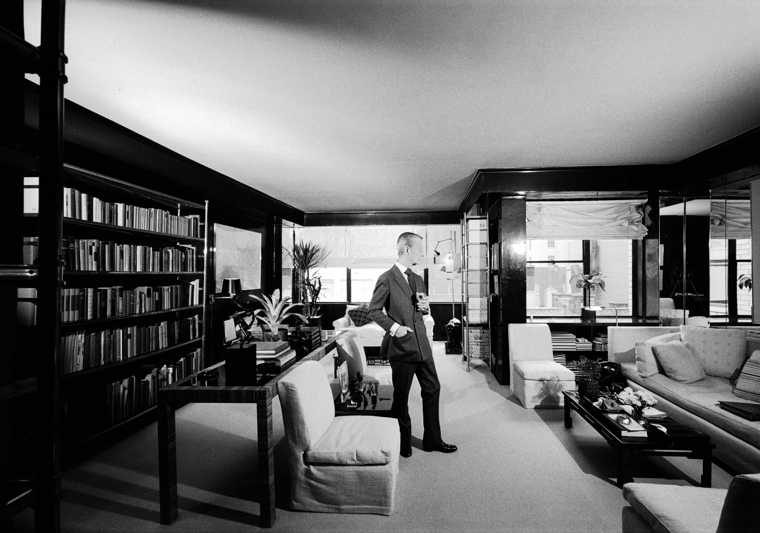 Interior decorator Billy Baldwin in his self designed apartment, circa 1974 (Photo by Alfred Eisenstaedt/The LIFE Picture Collection/Getty Images)