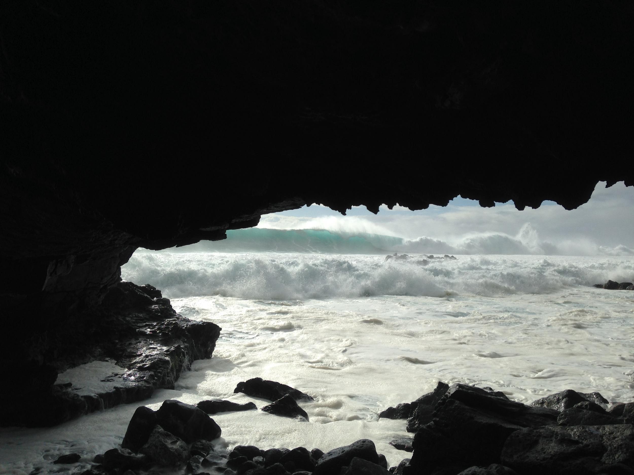 arch hawaii bouldering big waves