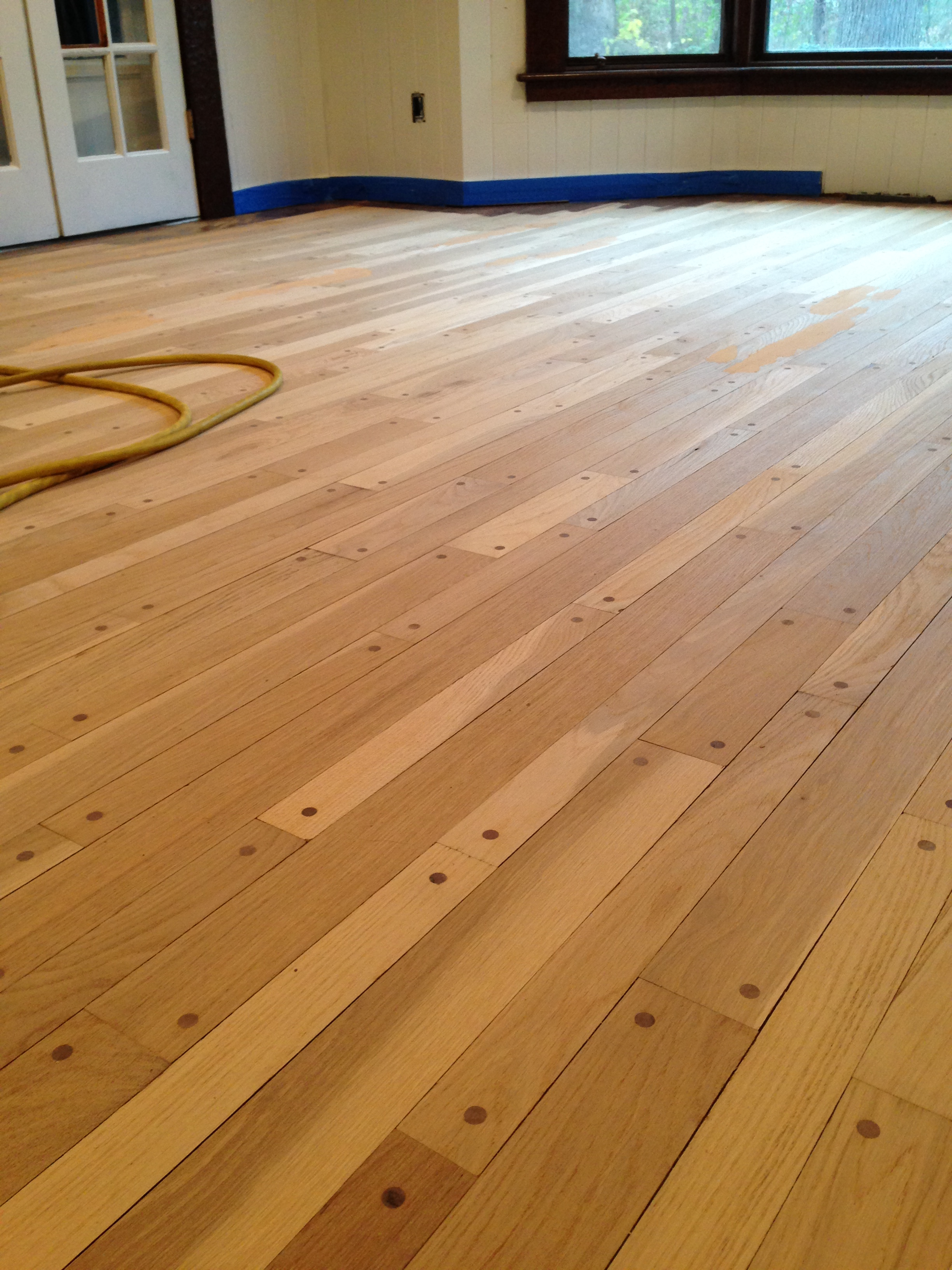Alternate Sized Planks add wonderful variety to a living room.