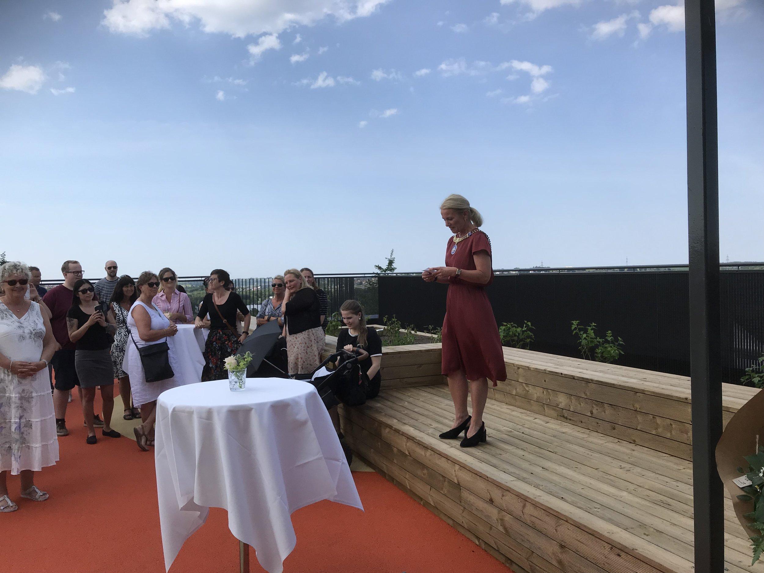 Ordfører i Stavanger, Christine Sagen Helgø, foretok den offisielle åpningen av barne og ungdomsboligen.