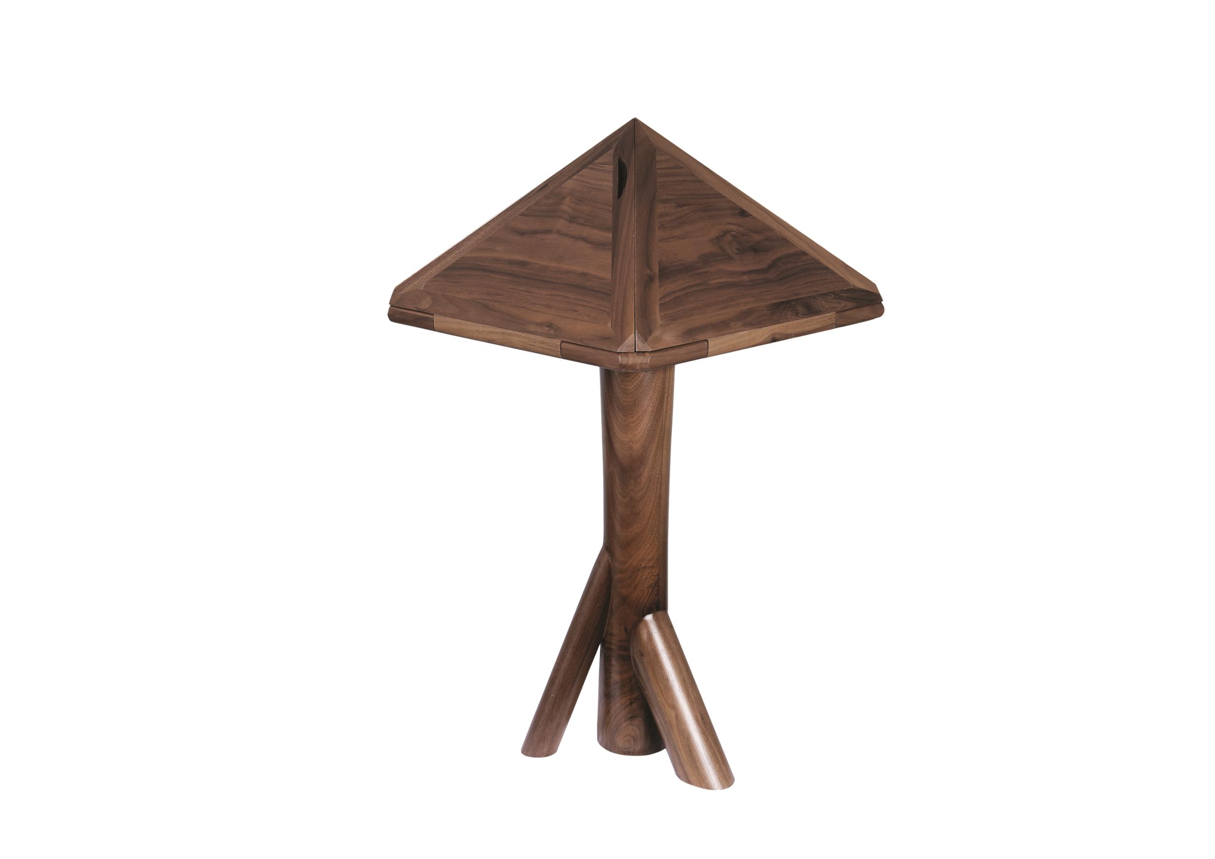 BüNDEL table in Walnut finish