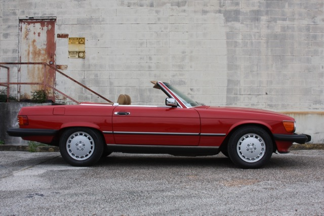 1988 Mercedes-Benz 560SL - 02 of 31.jpg
