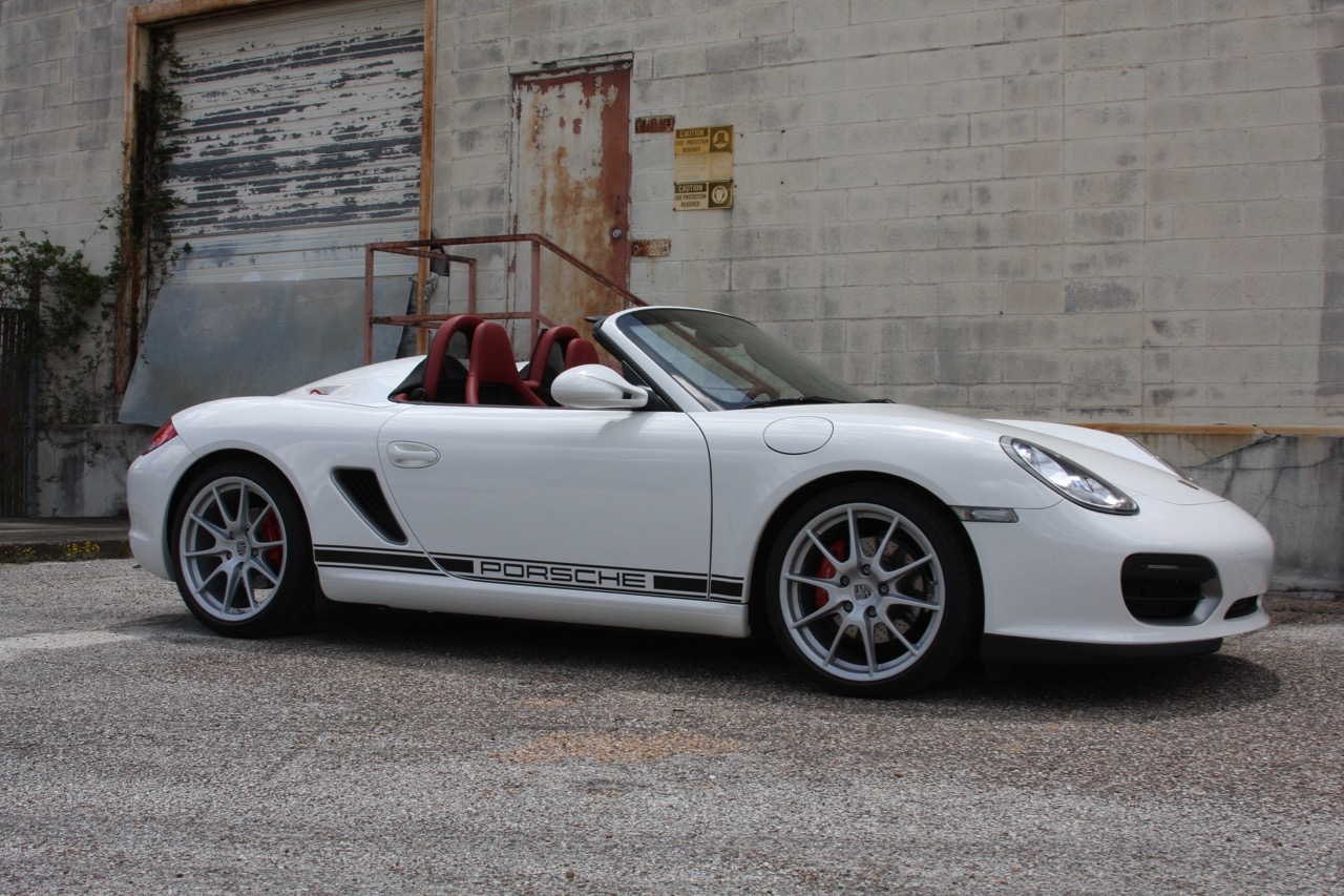2011 Porsche Boxster Spyder (White-Red) - 07 of 27.jpg