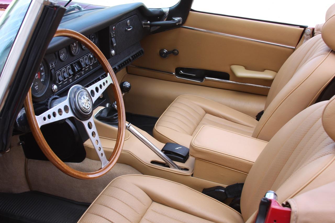 1971 Jaguar E-Type - 10 of 30.jpg