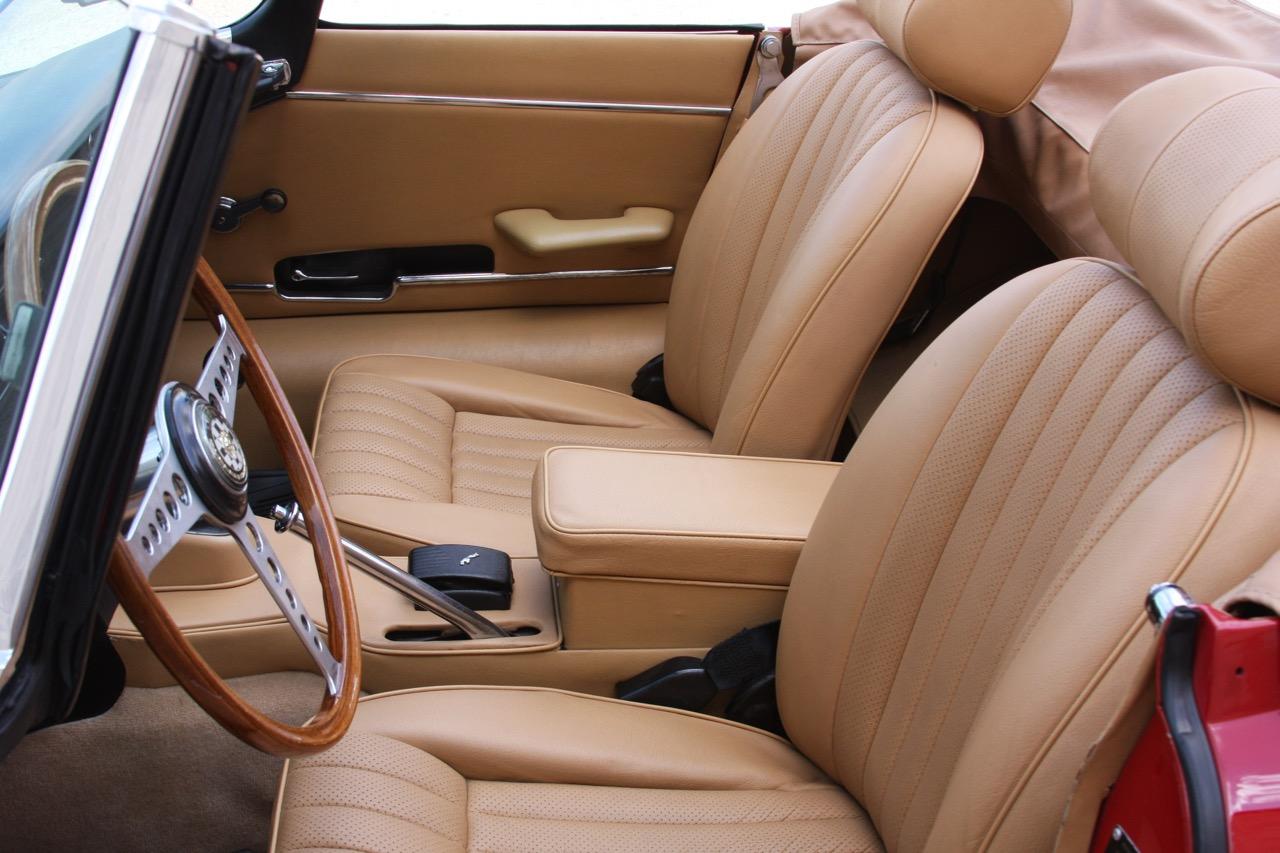 1971 Jaguar E-Type - 11 of 30.jpg