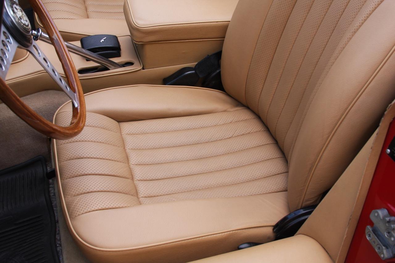 1971 Jaguar E-Type - 14 of 30.jpg