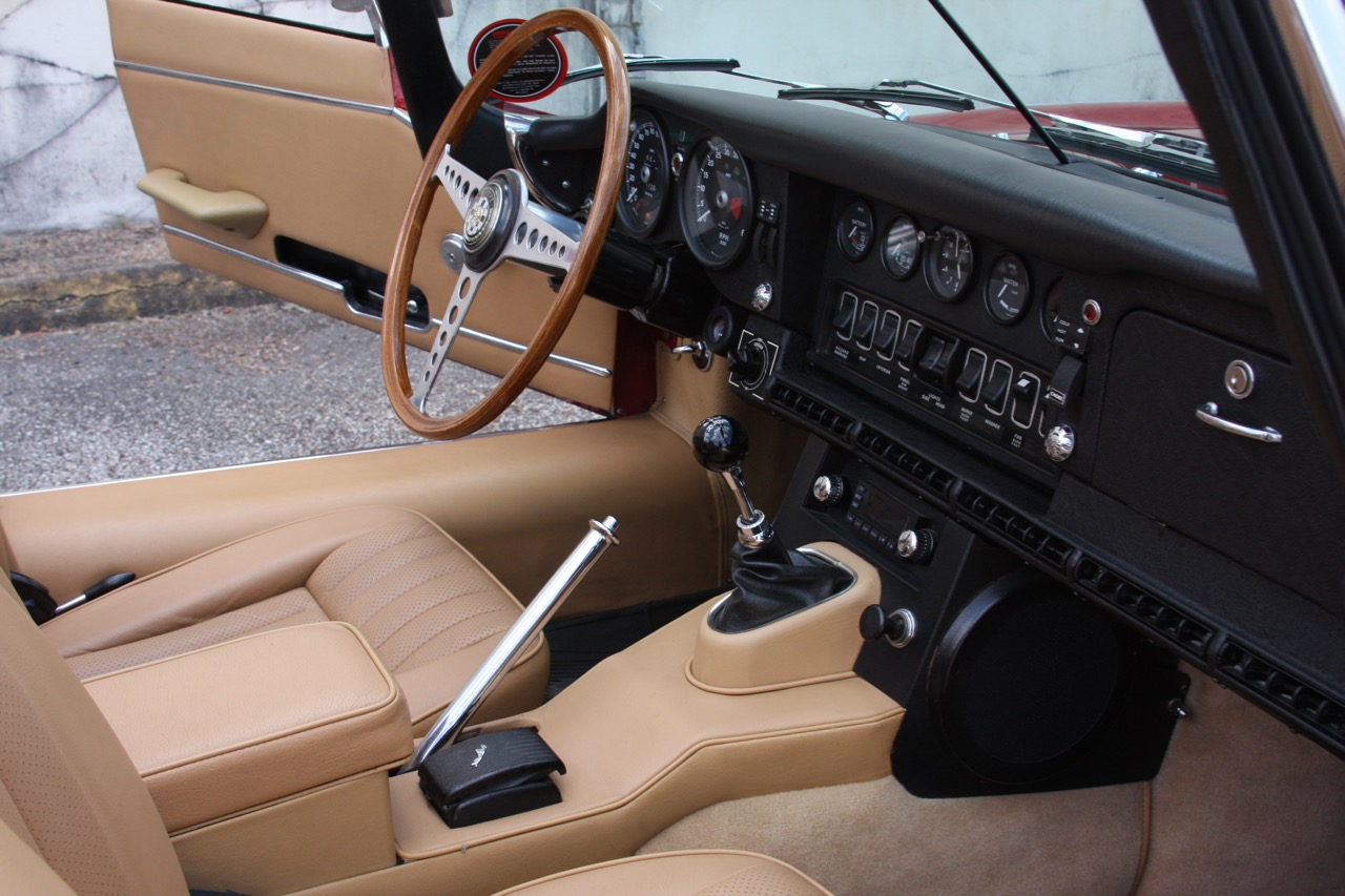 1971 Jaguar E-Type - 18 of 30.jpg
