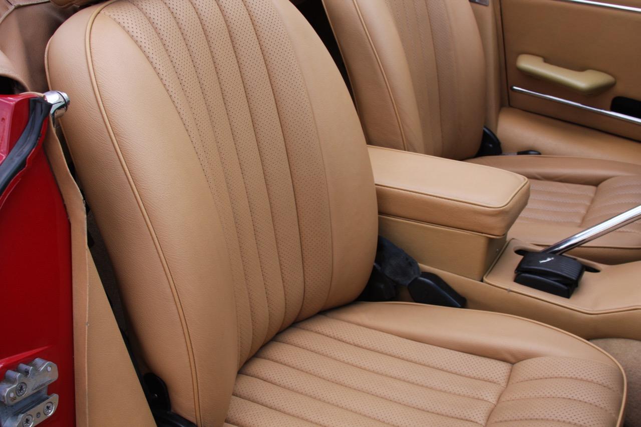 1971 Jaguar E-Type - 21 of 30.jpg