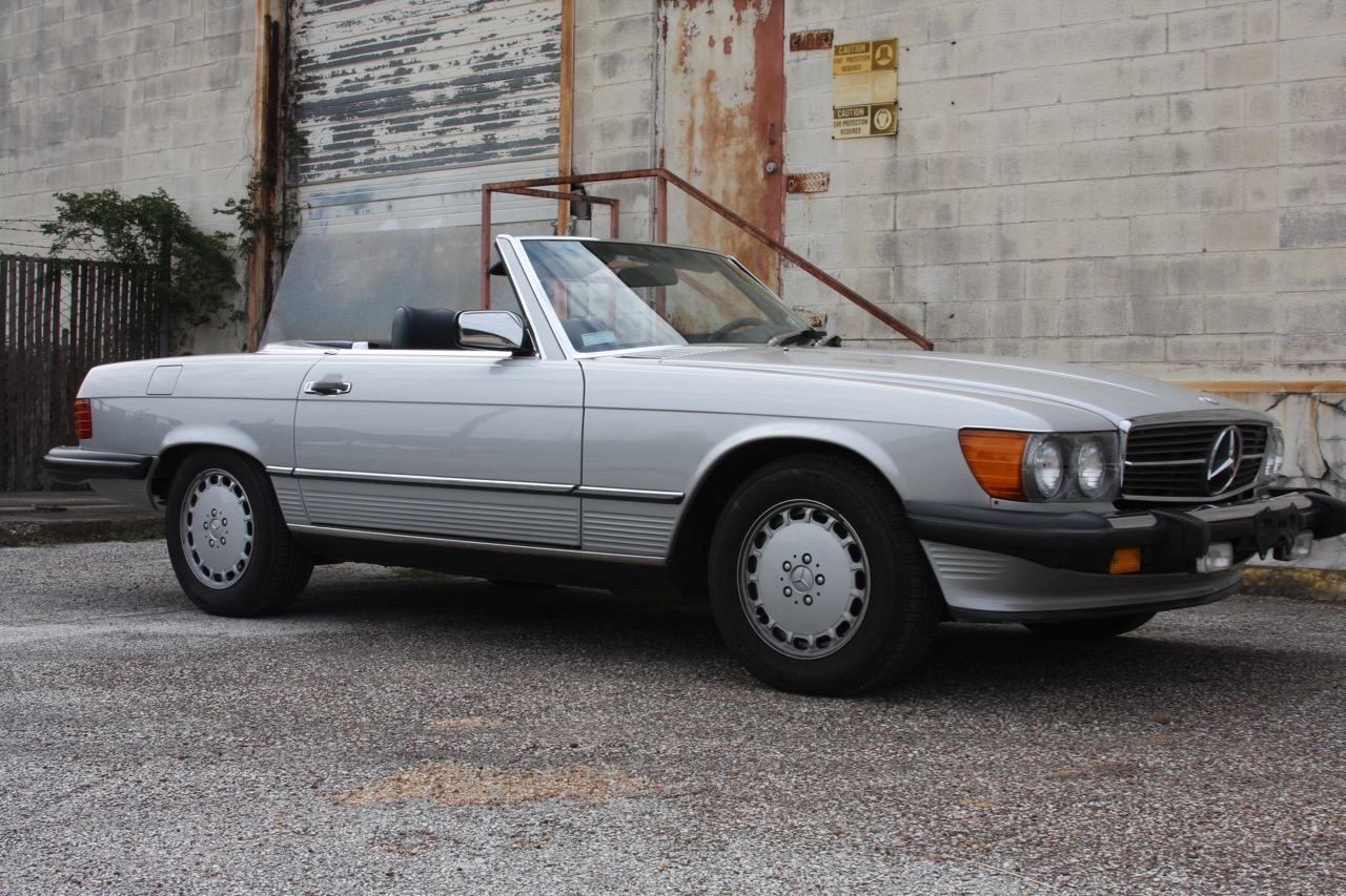 1987 Mercedes-Benz 560SL - 01 of 32.jpg