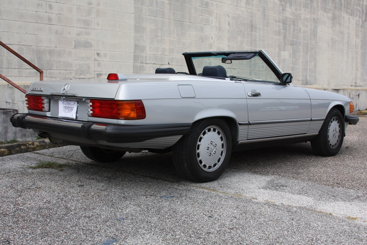 1987 Mercedes-Benz 560SL - 03 of 32.jpg