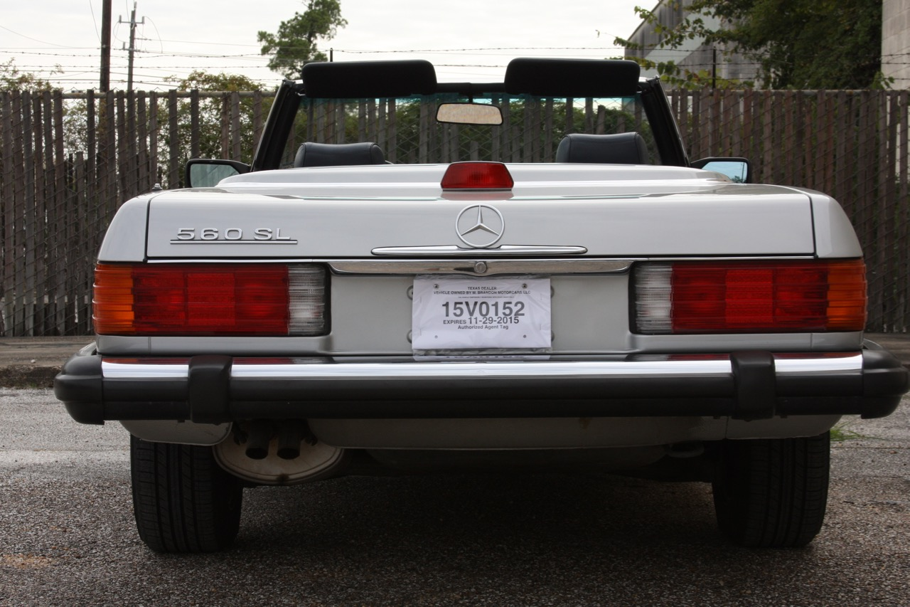 1987 Mercedes-Benz 560SL - 04 of 32.jpg
