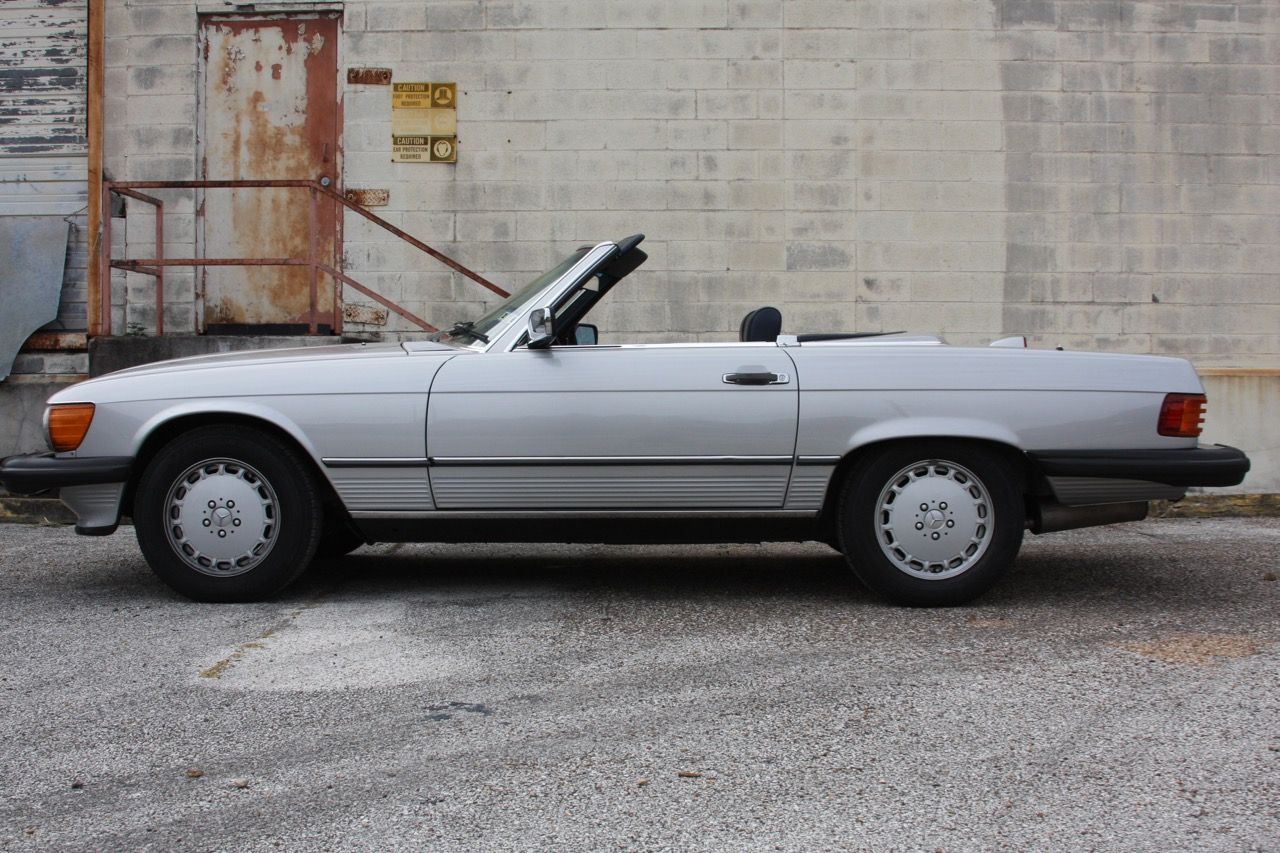 1987 Mercedes-Benz 560SL - 06 of 32.jpg
