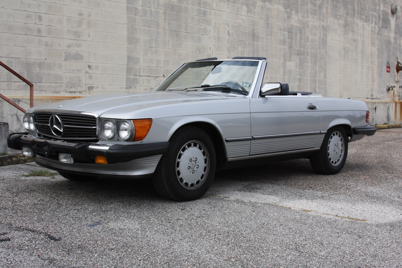 1987 Mercedes-Benz 560SL - 07 of 32.jpg