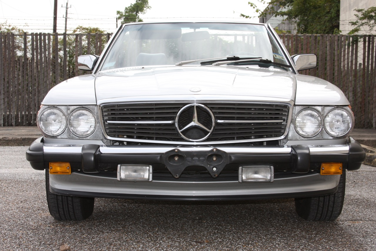 1987 Mercedes-Benz 560SL - 08 of 32.jpg
