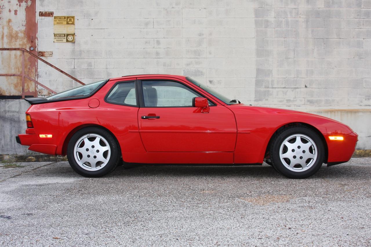 1991 Porsche 944 S2 - 02 of 35.jpg