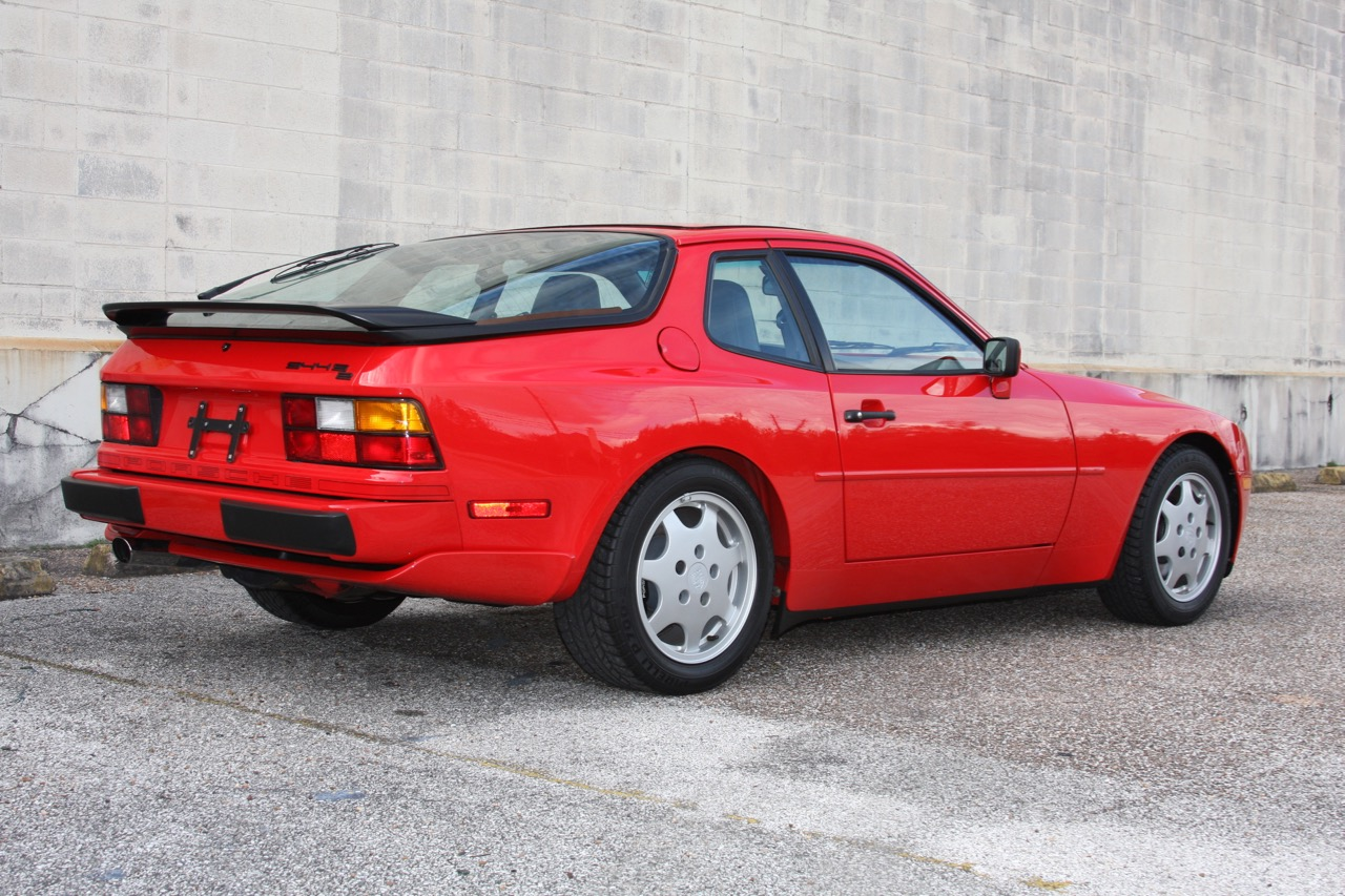 1991 Porsche 944 S2 - 03 of 35.jpg