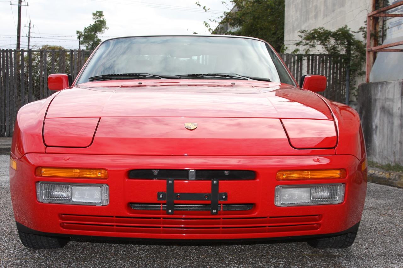 1991 Porsche 944 S2 - 08 of 35.jpg