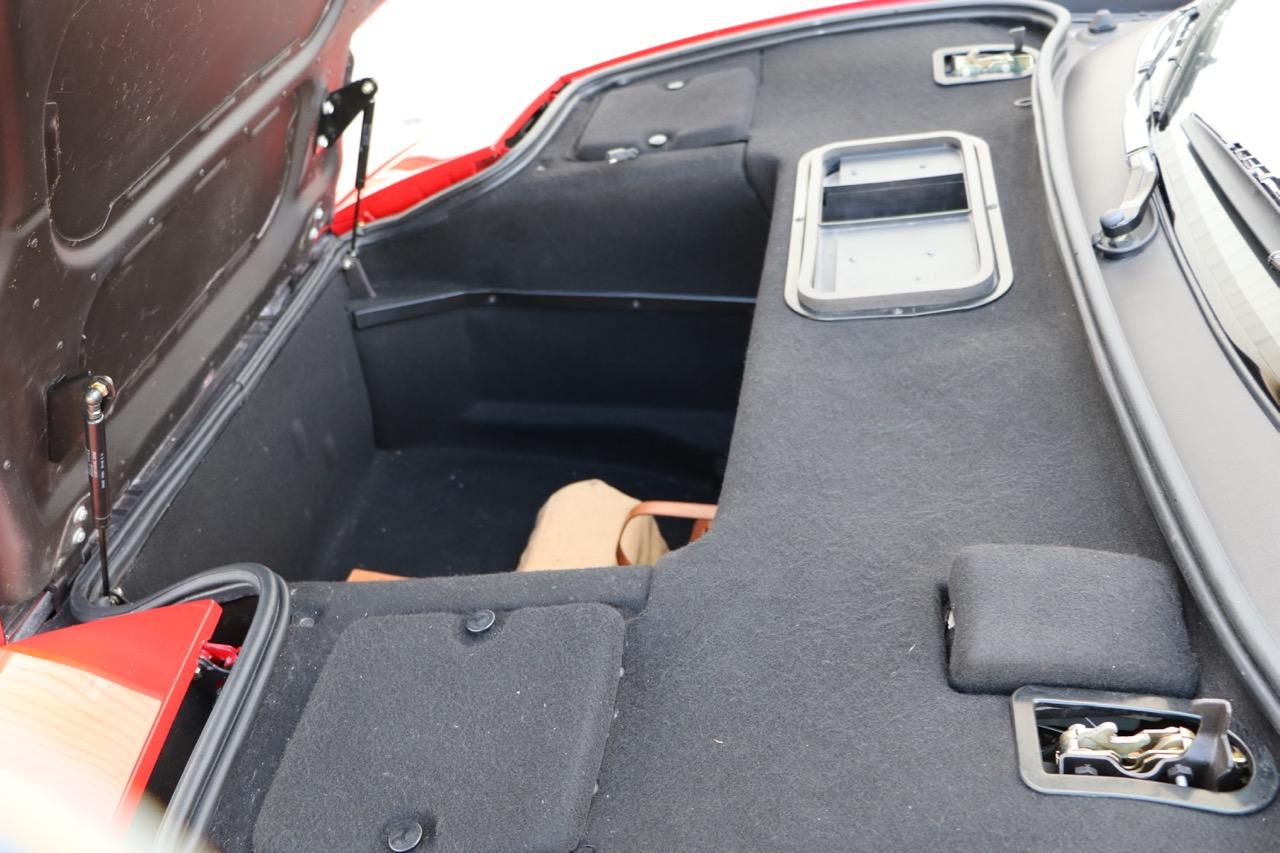 1998 Ferrari F355 Berlinetta F1 (W0112561) - 30 of 32.jpg
