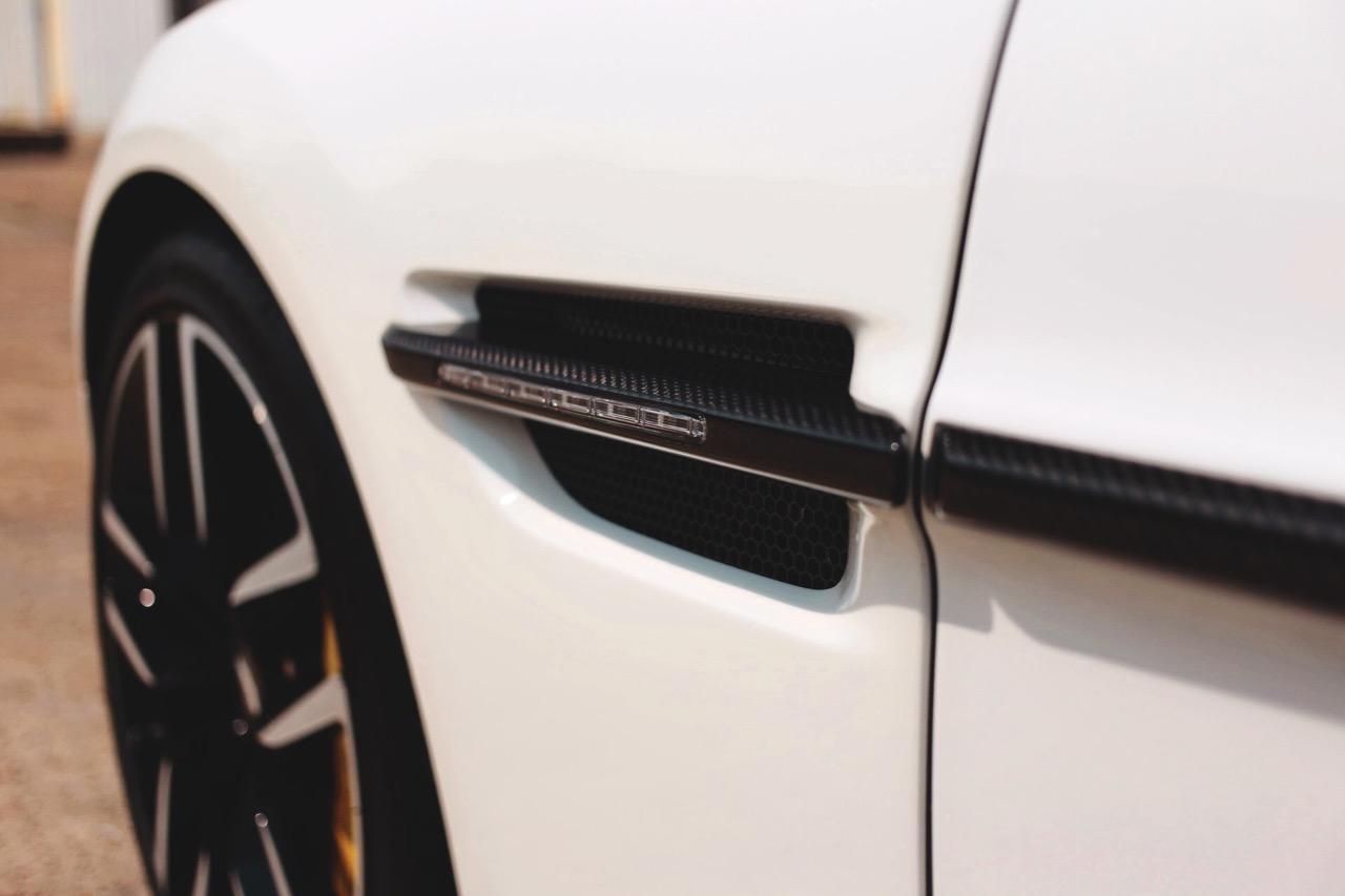 2015 Aston Martin Vanquish Volante Carbon Edition (FGK02448) - 06.jpg