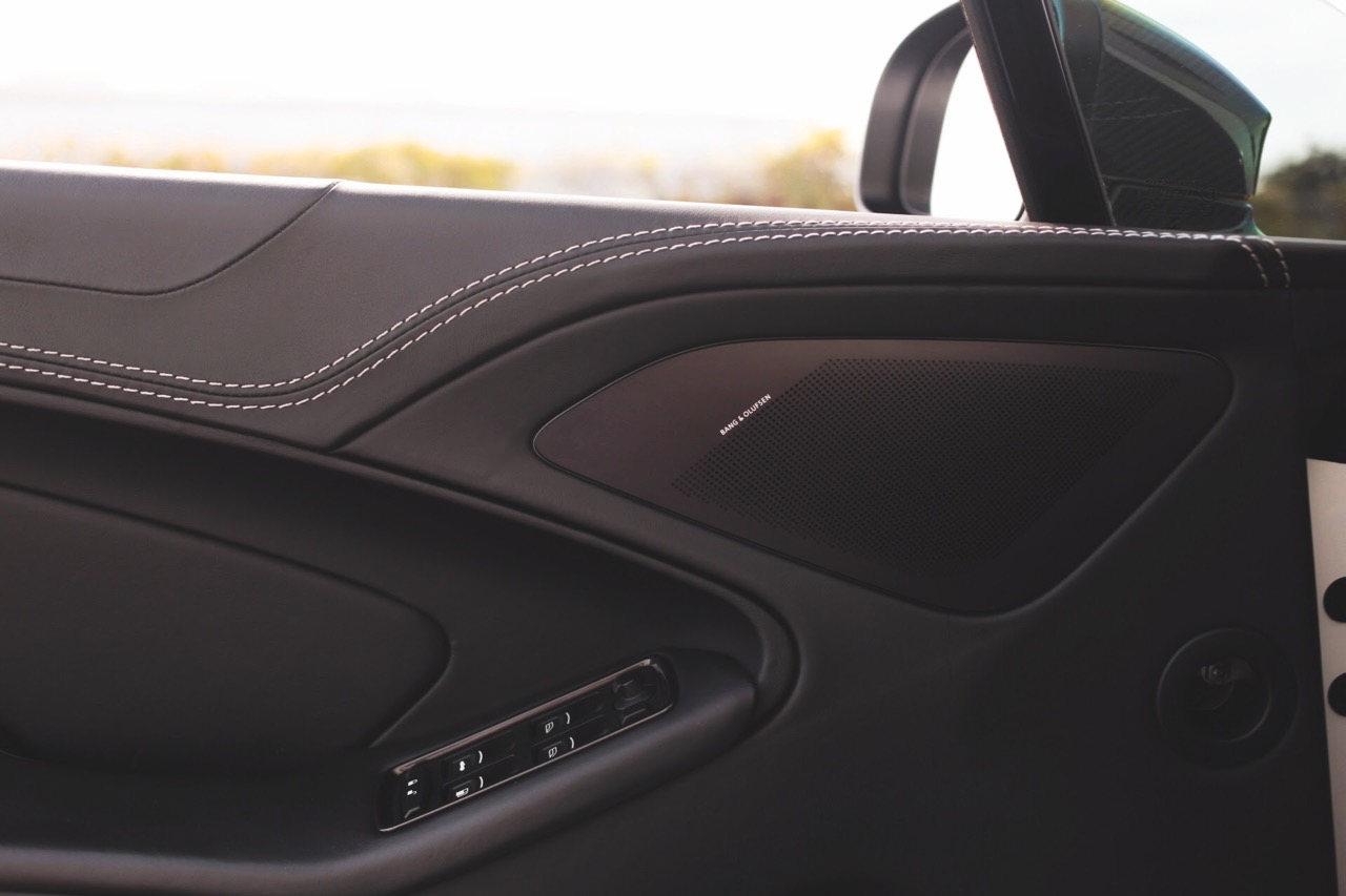 2015 Aston Martin Vanquish Volante Carbon Edition (FGK02448) - 19.jpg