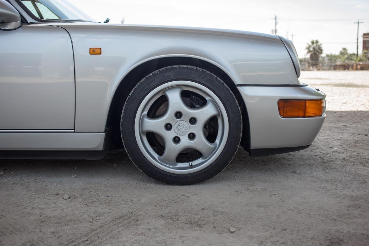 1990 Porsche 911 Carrera 2 (LS405914) - 29.jpg