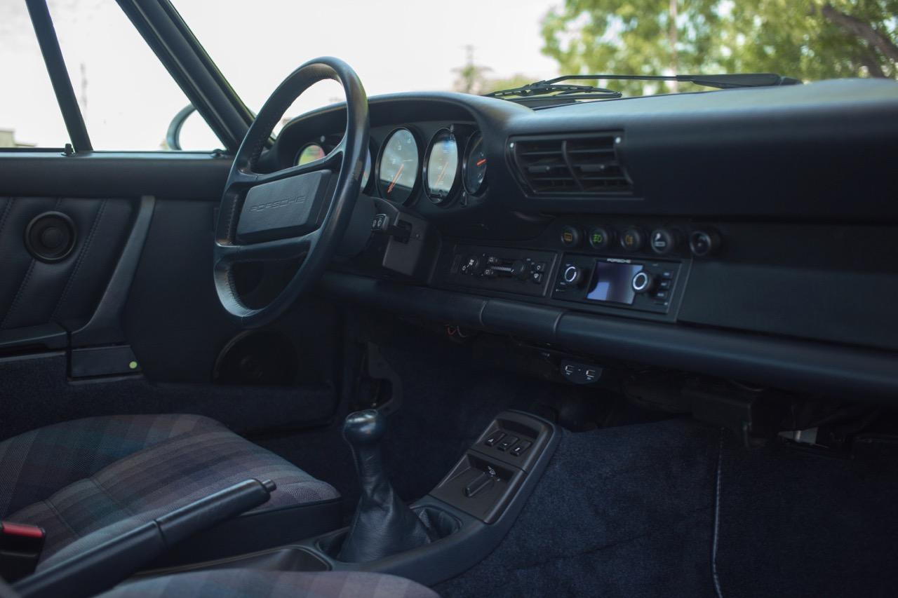 1990 Porsche 911 Carrera 2 (LS405914) - 45.jpg