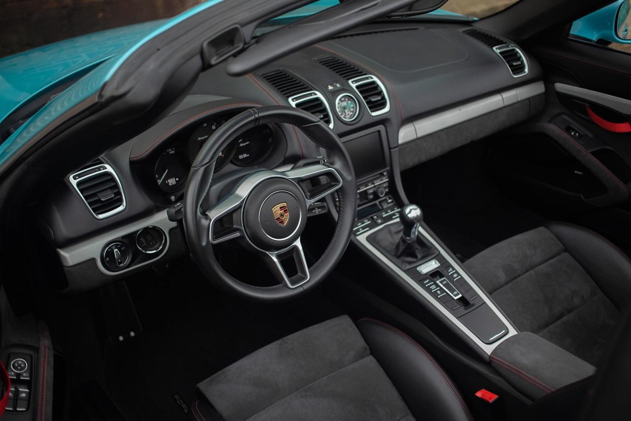 2016 Porsche Boxster Spyder (GS152671) - 33.jpg
