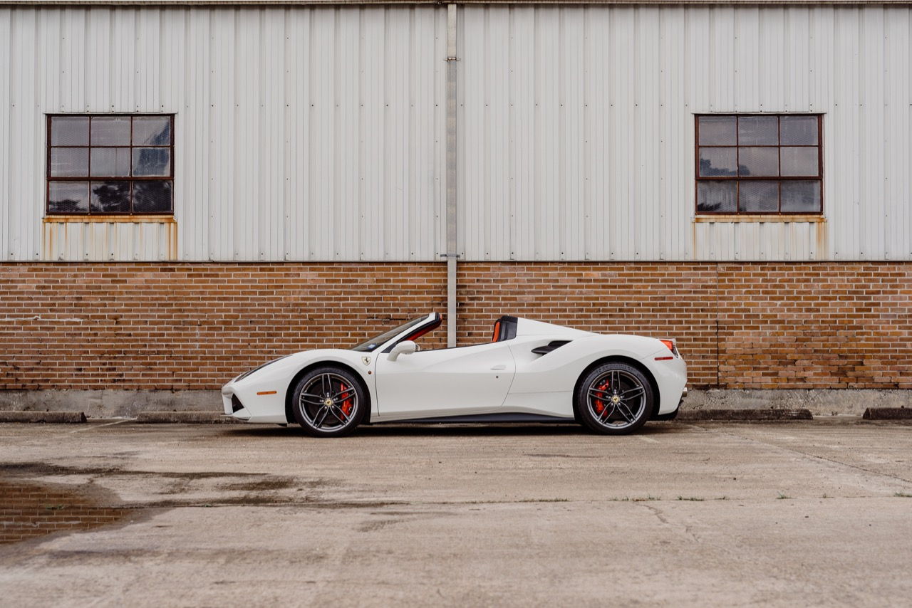 2017 Ferrari 488 Spider (H0222566) - 021.jpg