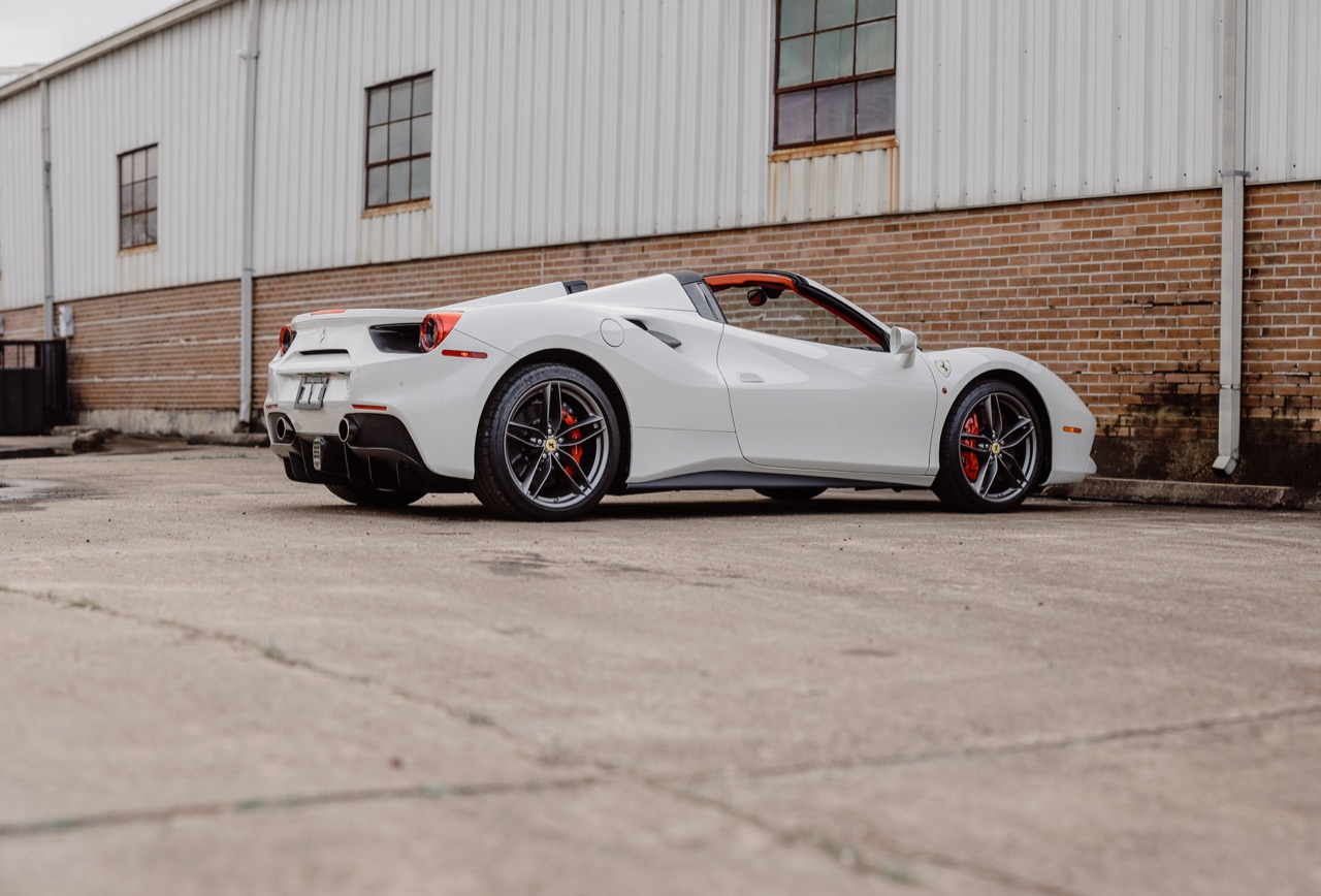2017 Ferrari 488 Spider (H0222566) - 038.jpg