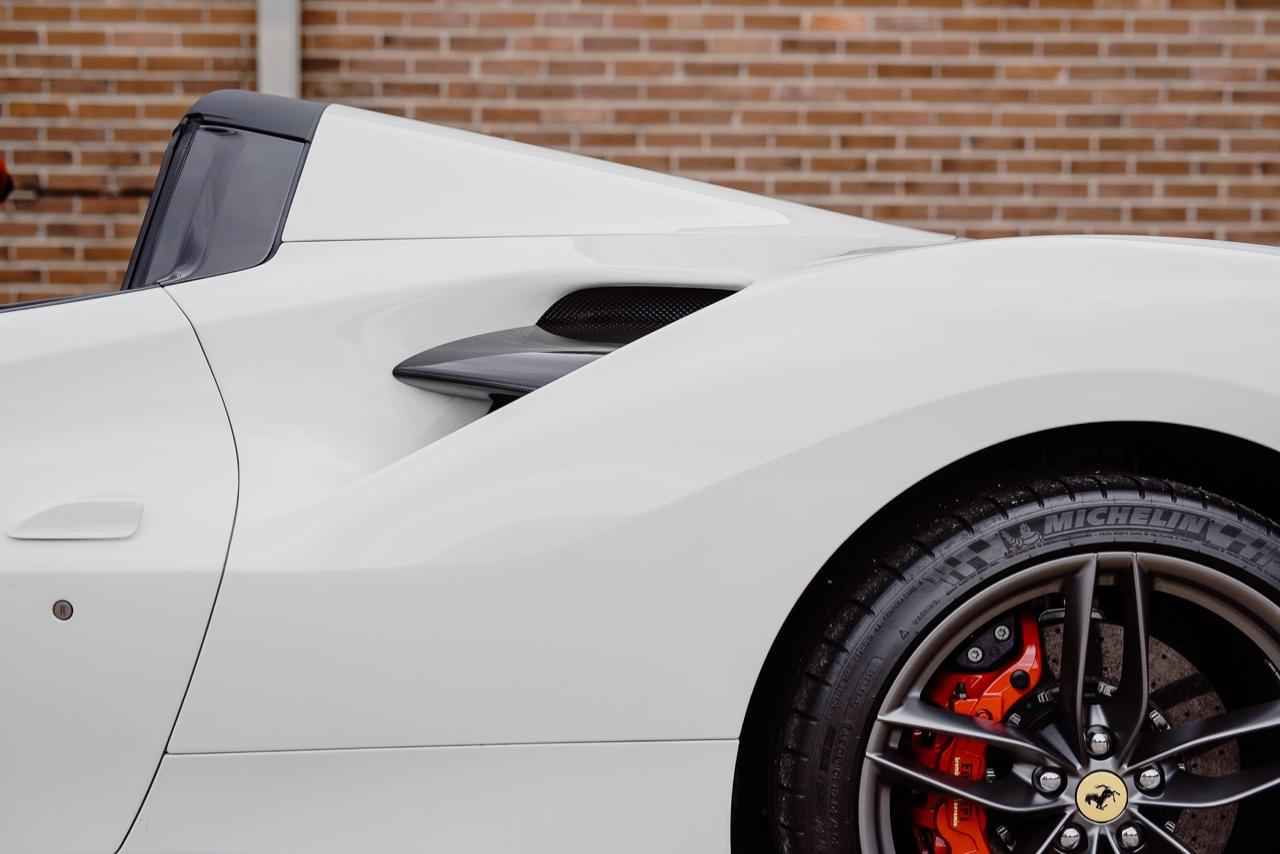 2017 Ferrari 488 Spider (H0222566) - 058.jpg