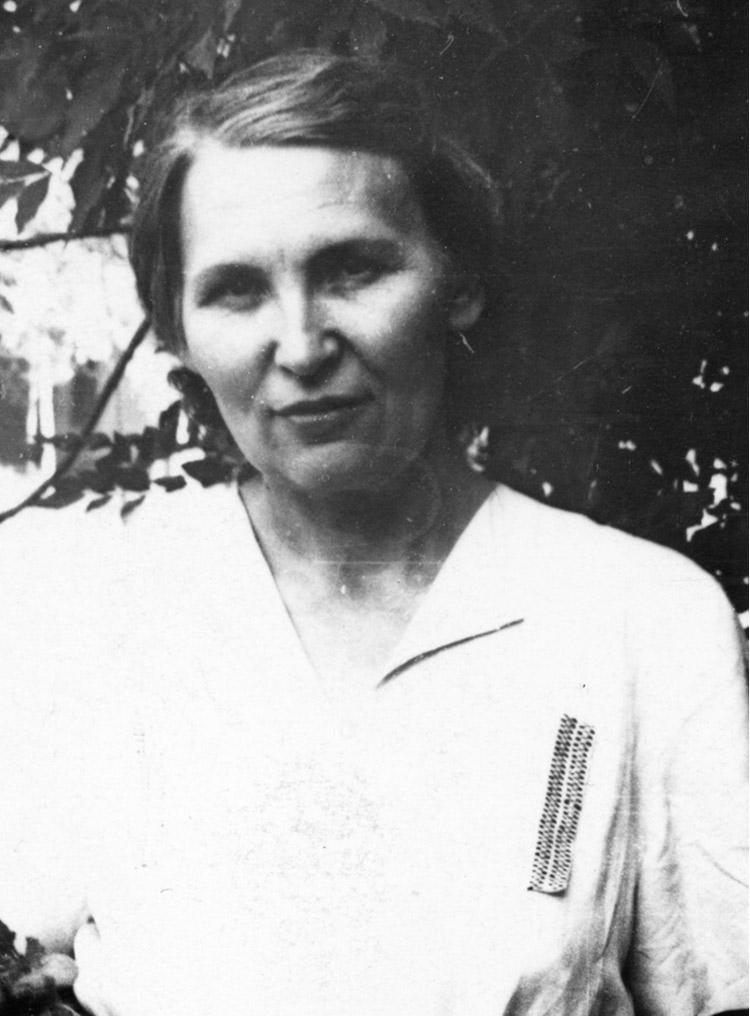 3.10 ┆   Doctor L.A. Dunaieva (who treated the author for cancer).   Tashkent, 1954