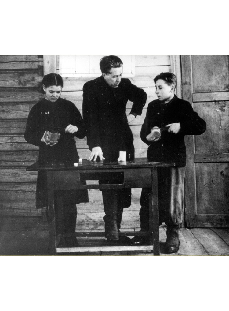4.5 ┆     Teaching physics at Mezinovka school.    1956-57