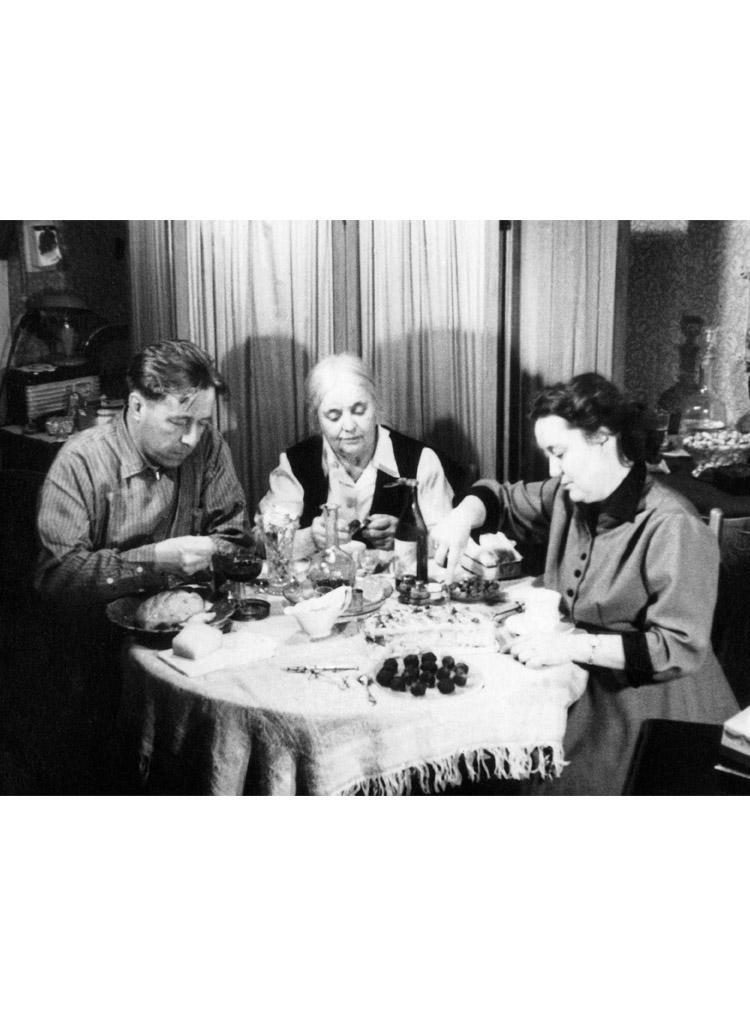 5.2 ┆ Aleksandr Solzhenitsyn, M. K. Reshetovskaya (author's mother-in-law) and N.Reshetovskaya (author's first wife).   1  January  1958